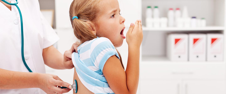 Çocuk hapşırma ve sümük: tedavi etmek, nedenleri